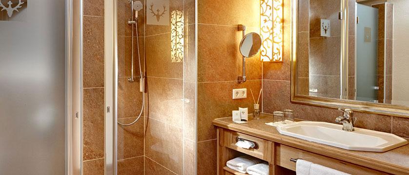 Austria_Kitzbuhel_Schloss_Mittersill_bathroom.jpg
